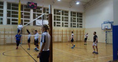 I liga siatkówki – LKS wygrywa z Hutnikiem !