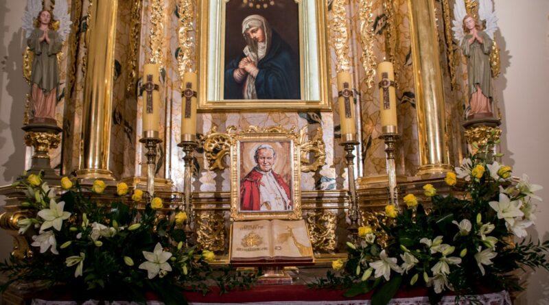 Wprowadzenie relikwii św. Jana Pawła II do bobowskiej świątyni oraz poświęcenie odrestaurowanego ołtarza głównego