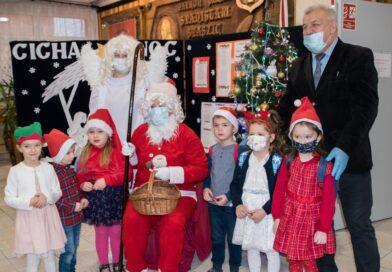 Święty Mikołaj w szkole podstawowej w Bobowej