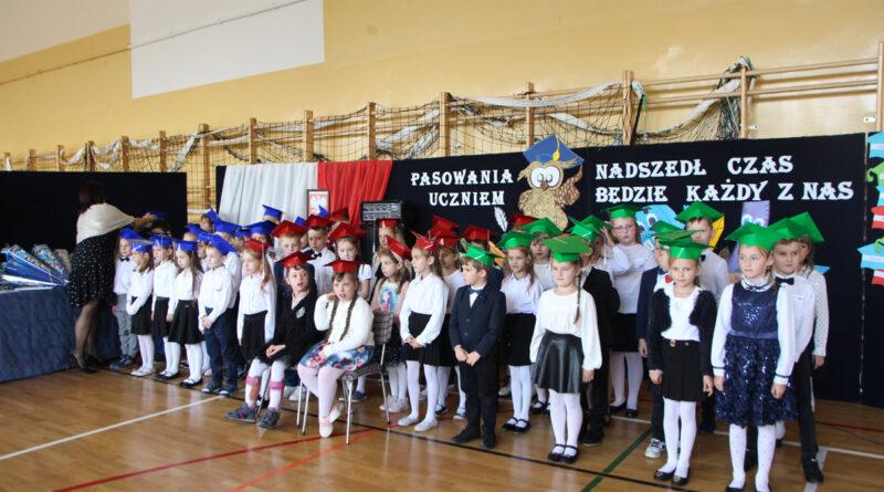 Uroczyste ślubowanie uczniów klasy pierwszej w Szkole Podstawowej im. St. Staszica w Bobowej